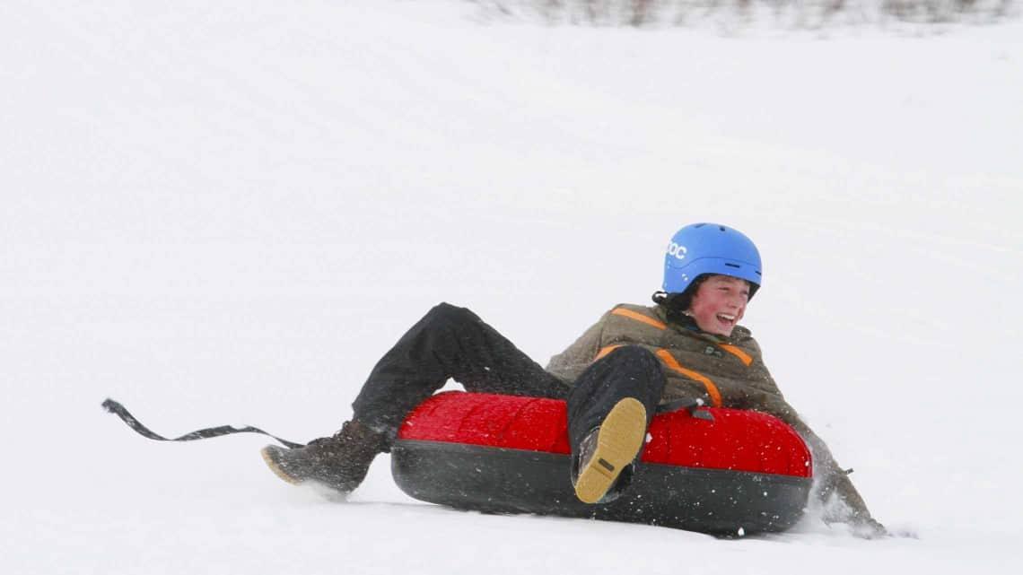 activity-snow-tubing-2