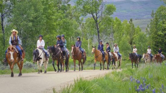 horseback-riding-teen-trail-ride