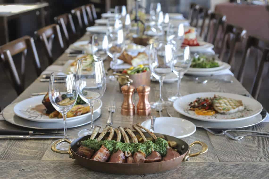 dinner plates on dinner table set