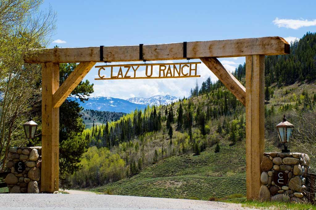 c lazy u ranch entry way