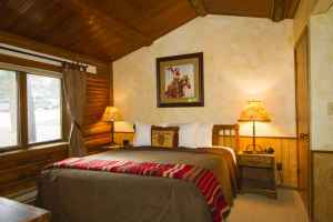 ranch-house-king-bed