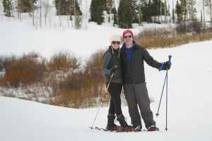 snowshoeing-couple