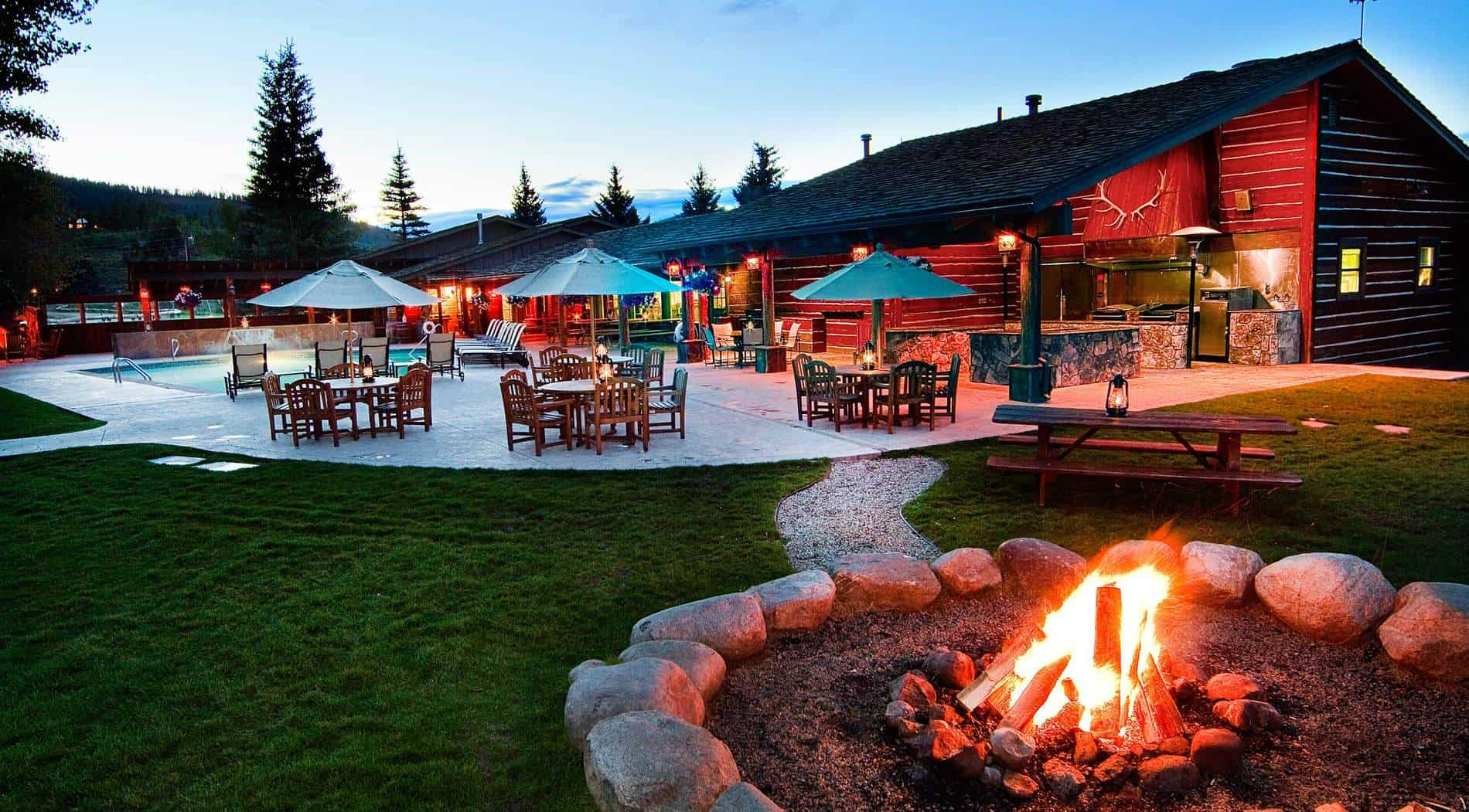 patio area with fire pit