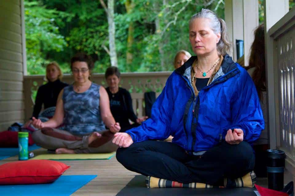 women retreat meditation