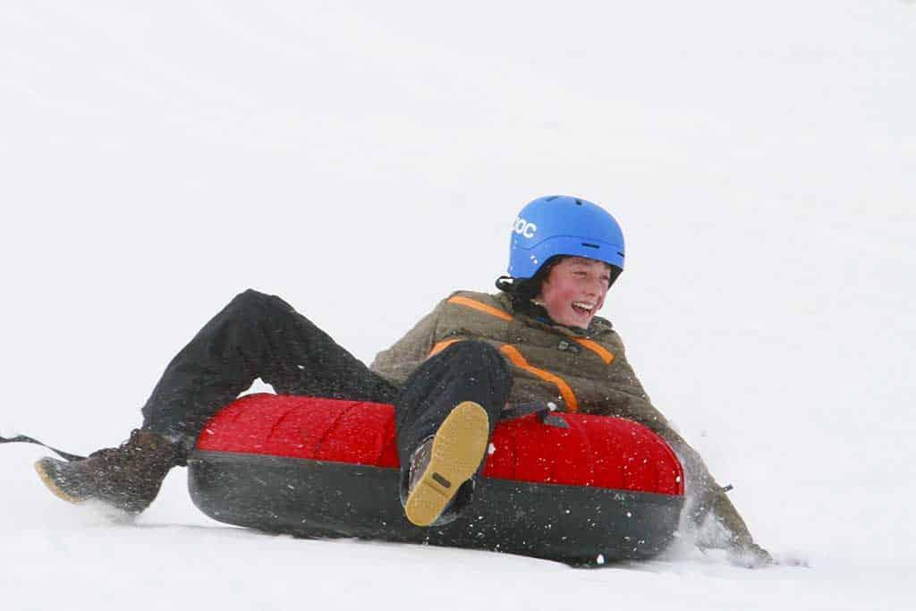 snowtubing-boy